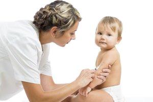 Коклюш у детей 📌: симптомы и лечение (антибиотики, домашние средства), профилактика
