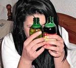 В книгу рекордов или в реанимацию: школьница в течение недели выпивает 15 литров вина, 5 литров пива и бутылку водки